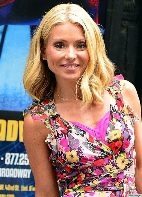 kelly ripa hair changes kelly ripa s haircut is the perfect way to go sleek for
