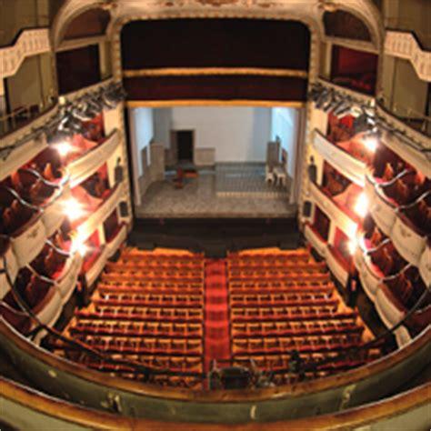 laras patio interior entradas en teatro cofidis alc 225 zar madrid entradas