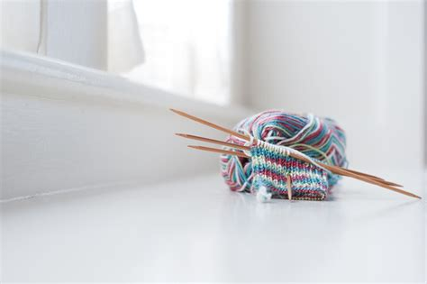 knitting in the with pointed needles how to knit with pointed needles