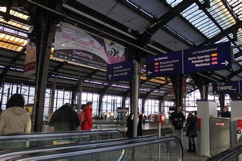 Bahnhof Zoologischer Garten Luggage Storage by ベルリン動物園駅 Bahnhof Berlin Zoologischer Garten 周辺とクリスマス