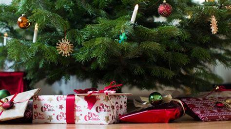 geschenke unter 2 empfehlungen der redaktion b 252 cher f 252 r den gabentisch