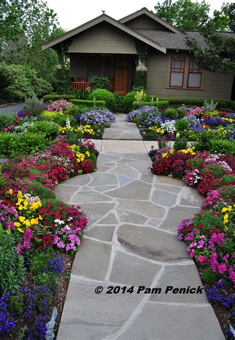 Houston Lawn And Garden by Drive By Gardens No Lawn Flower Garden At Houston Heights Bungalow Digging Click Through For