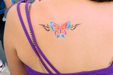 airbrush tattoo colorful airbrush clover leaf design