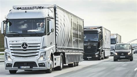 2017 mercedes trucks highway pilot connect