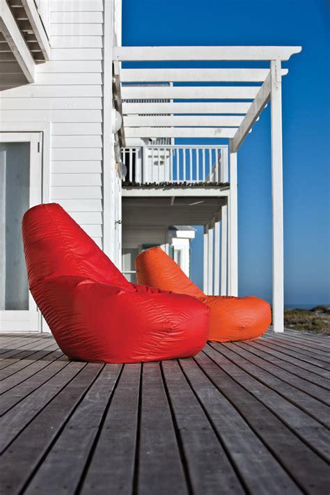 palline di polistirolo espanso per poltrona sacco la collezione outdoor di zanotta il salotto per esterni
