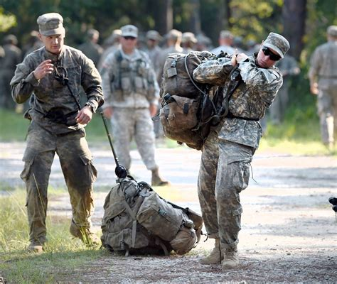 female us army rangers two women make history by passing army s elite ranger