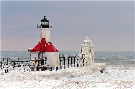 Yn1906 Outer lake michigan s frozen pier and lighthouse 171 twistedsifter