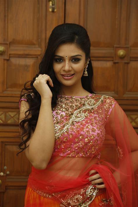 srimukhi hot srimukhi latest hot transparent half saree photoshoot