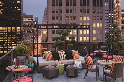 Roof Top Bars by Nyc S Best Rooftop Pools Rooftop Bars And Waterside Restaurants