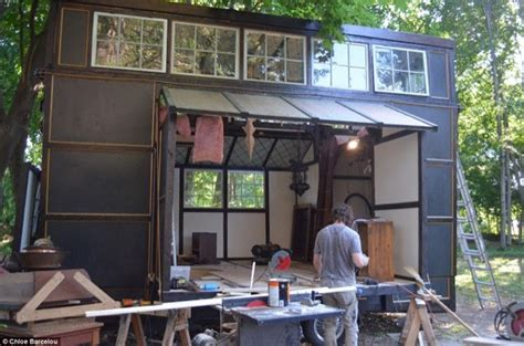 tiny houses movie couple build 10k tiny home with movie set scraps