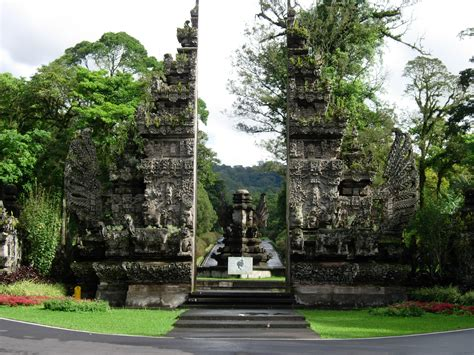 файл Bali Botanic Garden Entrance Gate Indonesia Jpg Bali Botanic Gardens
