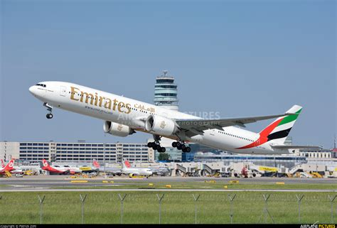 emirates boeing 777 300er a6 enu emirates airlines boeing 777 300er at vienna