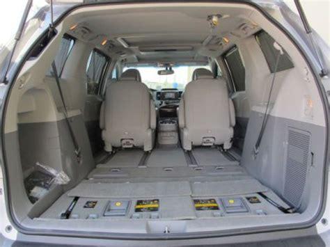 sell   toyota sienna limited awd nav rear dvd reclining bucket seats  miles