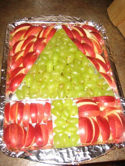 christmas time snacks i made this tree for myles grinch day in kindergarten we had to make a green