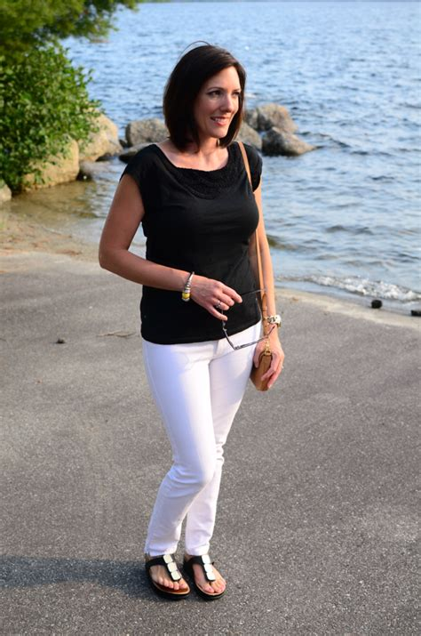 pictures of elderly women wearing shorts tastefully fashion over 40 daily mom style 07 30 2014