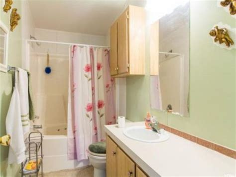 craigslist bathroom our 9 favorite craigslist mobile home ads found in june 2017