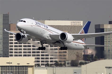 united baggage international united airlines paid a savvy passenger 10 000 to leave a