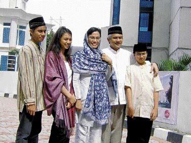 biography sri mulyani sri mulyani indrawati born august 26 1962 indonesian