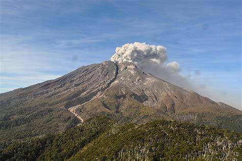 imagenes satelitales volcan calvuco sernageomin reporta disminuci 243 n de sismicidad y emisi 243 n de
