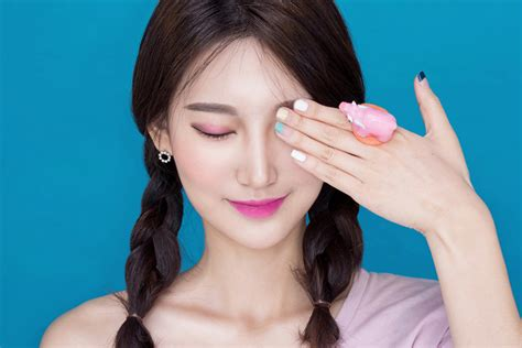 download video tutorial make up korea the cf guide to current korean makeup trends college fashion