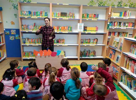 cuentos universales primera biblioteca 8430542272 los ni 241 os de 5 a 241 os visitan la biblioteca escolar por primera vez