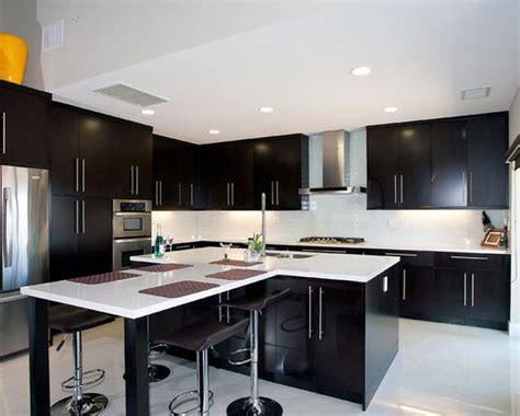 cocinas de diseno con isla cocinas modernas con gabinetes color blanco diseno casa