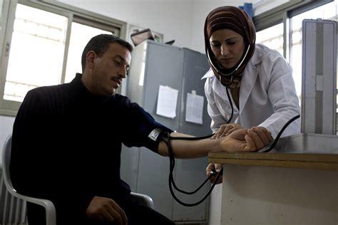 banco imagenes medicas kostenlose bild krankenschwester 220 berpr 252 fung patienten