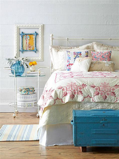vintage decor for bedroom how to decorate a vintage bedroom room decor ideas