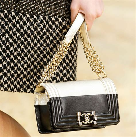 The Chanel Handbags For This Fall by Chanel Went With Up Pretty Bags For Its Fall 2015