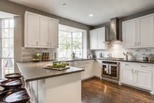 What is the width between the stove and peninsula counter
