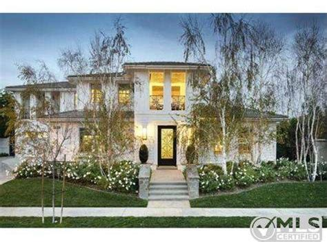 kardashian houses kourtney kardashian lists boldly decorated home for 3 499