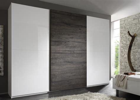 armadio a 3 ante scorrevoli armadio con 3 ante scorrevoli laccato bianco con inserto