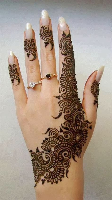 Simple And Sober by Mehendi Designs