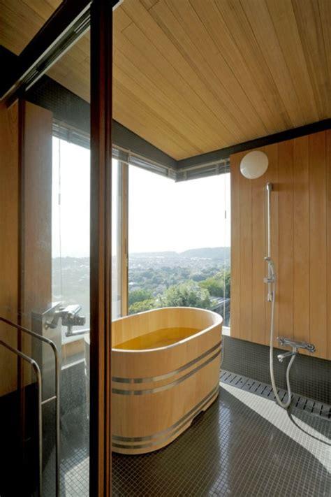 baignoire traditionnelle comment concevoir une salle de bain japonaise