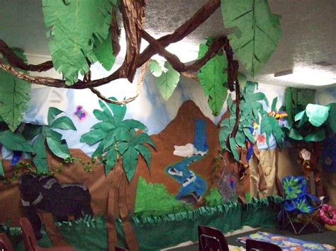 jungle theme decorations doing activity of decorating with classroom decoration