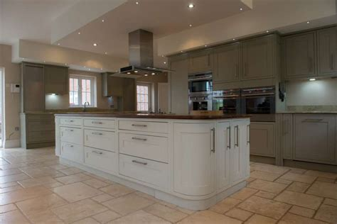 Very Large Wickes Painted In Frame Used Kitchen, Granite