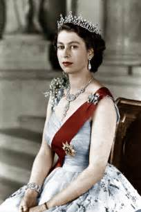 elizabeth the second the young queen elizabeth royal gowns from the 1950s