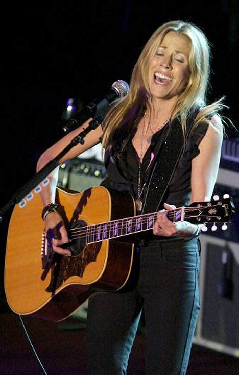 sheryl crow accused  hypocrisy  limit toilet paper plea daily mail