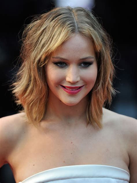 actresses with neck length haircuts best shoulder length hairstyles celebrities with