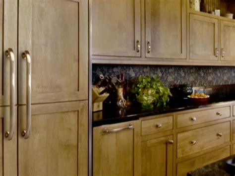 Pulls Or Knobs On Kitchen Cabinets by Choosing Kitchen Cabinet Knobs Pulls And Handles Diy