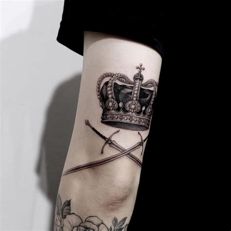 mens crown tattoos best 25 crown ideas on