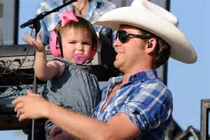 justin moore fan club justin moore features wife and daughters in new til my