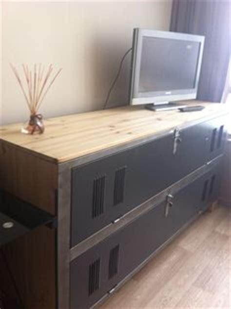 meuble tv meuble tv bois m 233 tal r 233 alis 233 224 partir d un ancien vestiaire d usine des 50 s meuble