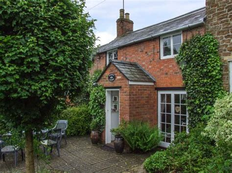 orchard cottage hook norton self catering holiday cottage