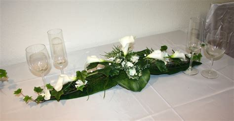 Tischgestecke Hochzeit by Tischgesteck Callas Mit Ringen Tischgesteck Callas Mit