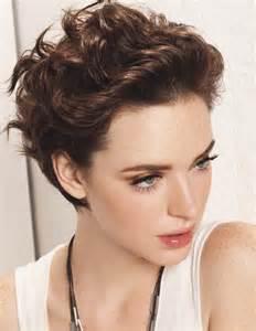 coiffure coupe courte en arri 232 re femme cheveux courts