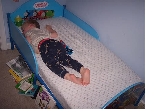 how to transition to toddler bed transitioning to toddler bed how to ease the move to a big kid bed