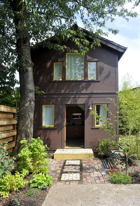 portland guest house compact guest cottage in portland dyer studio small house bliss