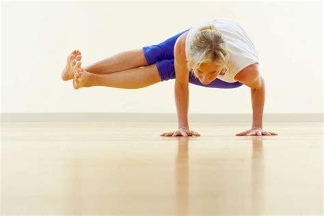 imagenes yoga en el mar las 5 posiciones de yoga m 225 s extra 241 as vix
