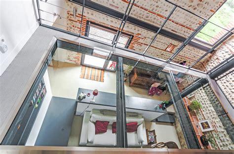 Maison En Verre by Maison R 233 Nov 233 E Avec Un Plancher En Verre